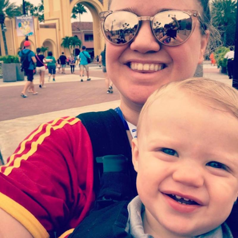 Kelly Clarkson and Her Family Don Harry Potter Gear During a Trip to Universal