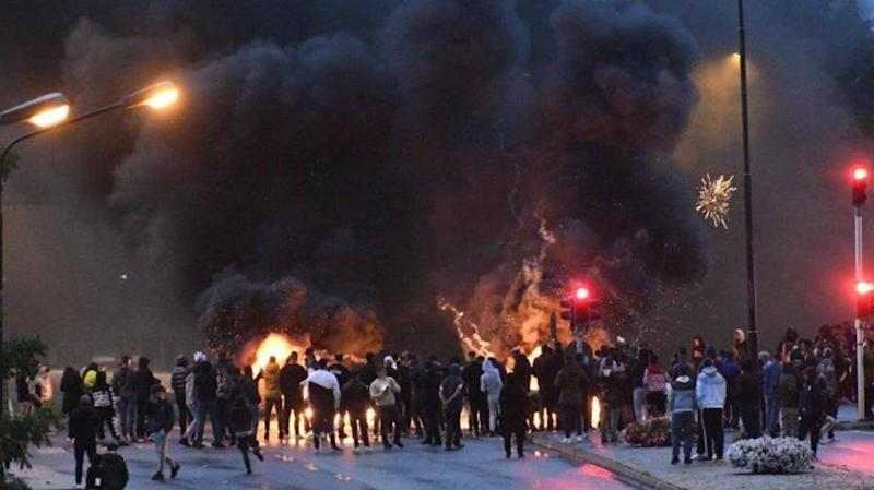 Sweden: Riots in Malmo after far-right activists burn Quran