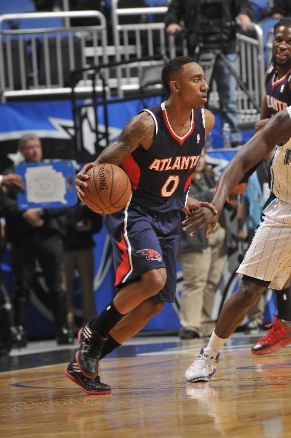 ORLANDO, FL - JANUARY 22: Jeff Teague #0 of the Atlanta Hawks dribbles the ball while looking to pass against the Orlando Magic during the game on January 22, 2014 at Amway Center in Orlando, Florida. (Photo by Fernando Medina/NBAE via Getty Images)