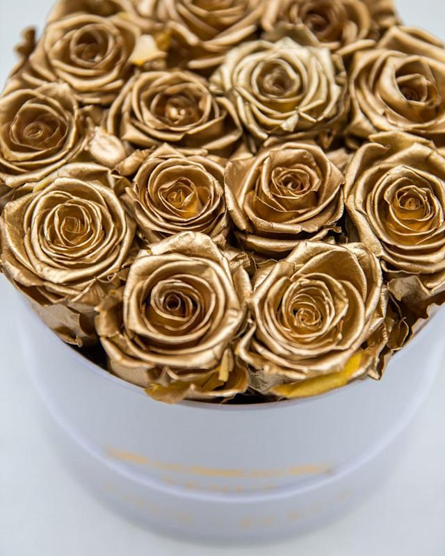 "<p><strong>Venus et Fleur gold roses<br></strong><strong>Product Name:</strong> Small Round<br><strong>Box Pricing:</strong> $299, <a href=""https://www.venusetfleur.com/products/small-round"" rel=""nofollow noopener"" target=""_blank"" data-ylk=""slk:venueetfleur.com"" class=""link rapid-noclick-resp"">venueetfleur.com</a><br>(Photo: Priscilla De Castro) </p>"