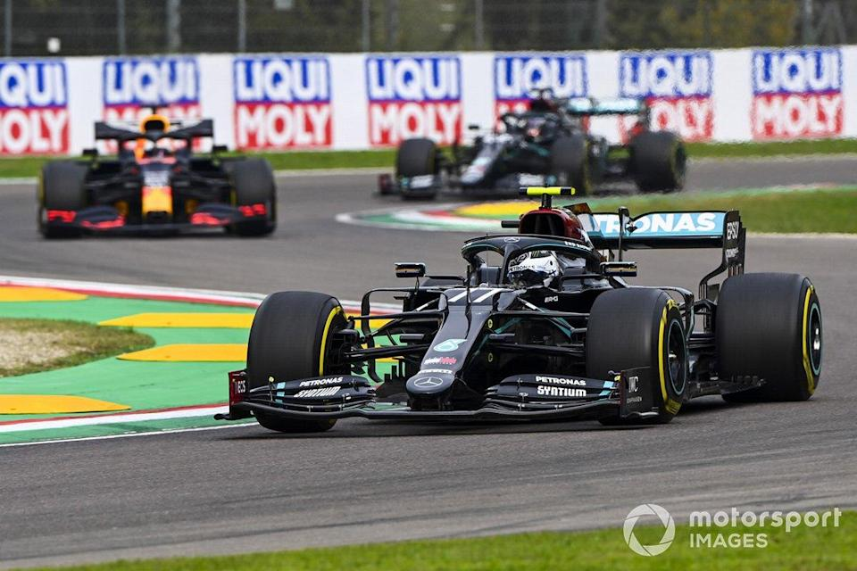 """Valtteri Bottas, Mercedes F1 W11, Max Verstappen, Red Bull Racing RB16, and Lewis Hamilton, Mercedes F1 W11<span class=""""copyright"""">Mark Sutton / Motorsport Images</span>"""