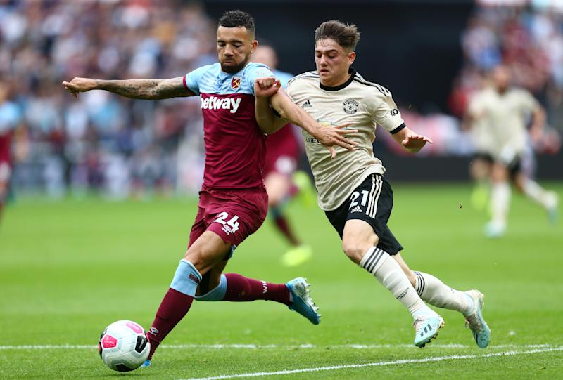 LONDON, ENGLAND - SEPTEMBER 22: Ryan Fredericks of West Ham United battles for possession with Daniel James of Manchester United during the Premier League match between West Ham United and Manchester United at London Stadium on September 22, 2019 in London, United Kingdom. (Photo by Jordan Mansfield/Getty Images)