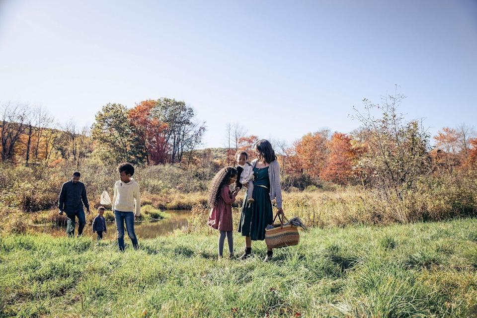 An image of a family during fall.