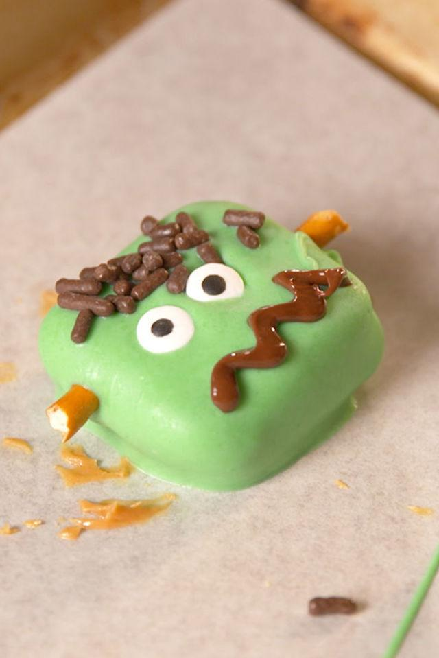 """<p><span>These are the cutest monster treats for Halloween!</span></p><p><span>Get the recipe from <a rel=""""nofollow"""" href=""""http://www.delish.com/cooking/recipe-ideas/recipes/a55254/frankestein-pretzels-recipe/"""">Delish</a>.</span></p><p><strong><em>BUY NOW: Nordic Ware Sheet Pan, $13; </em></strong><a rel=""""nofollow"""" href=""""http://amazon.com/?tag=delish_auto-append-20&ascsubtag=[artid
