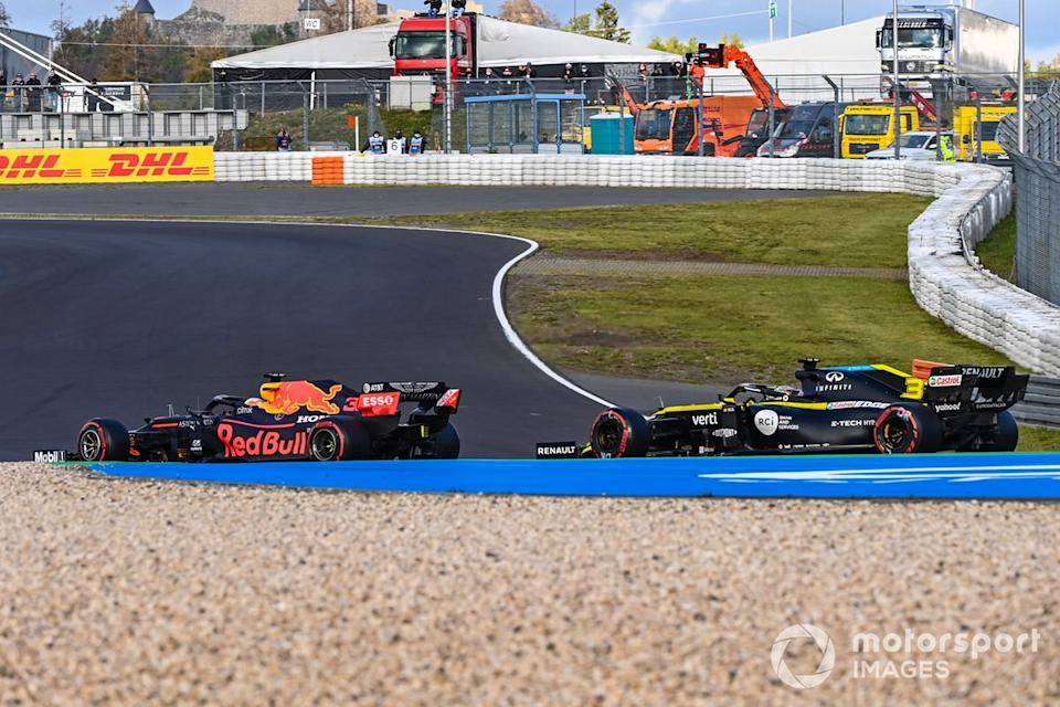 "Max Verstappen, Red Bull Racing RB16, Daniel Ricciardo, Renault F1 Team R.S.20<span class=""copyright"">Mark Sutton / Motorsport Images</span>"