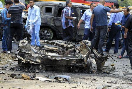 Crime scene investigators investigate the site of a car bomb attack on the convoy of Egyptian public prosecutor Hisham Barakat near his house at Heliopolis district in Cairo, Egypt, June 29, 2015. REUTERS/Mohamed Abd El Ghany