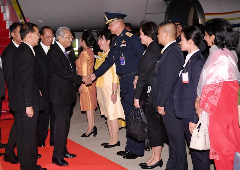 Prime Minister Tun Dr Mahathir Mohamad arrives for the 34th Asean Summit in Bangkok June 20, 2019. — Bernama pic