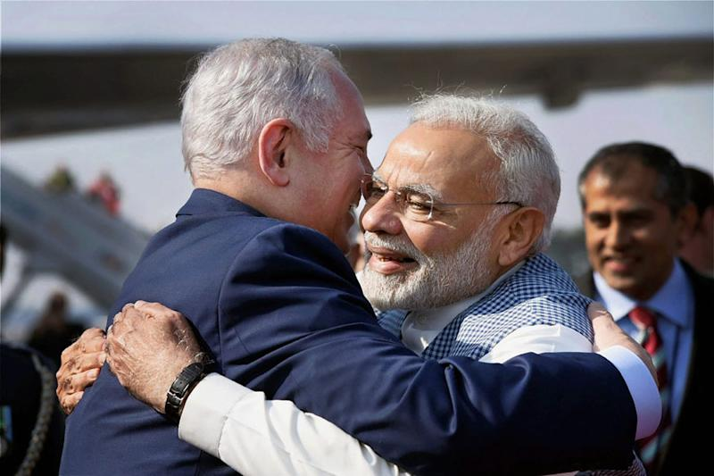 Modi-Bibi #Hugplomacy: Jhappi No Less A Cultural Export than Yoga & All Power to Modi for Promoting It