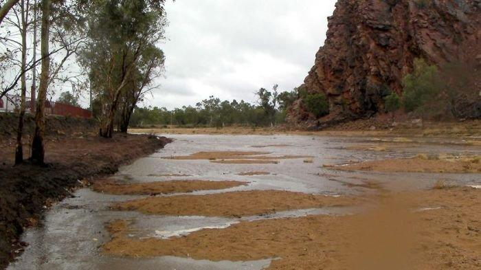 Rains ease in Red Centre as Todd River flows again
