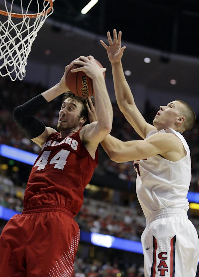 Wisconsin 's Frank Kaminsky (44) grabs a rebound in front of Arizona center Kaleb Tarczewski, right, during the first half in a regional final NCAA college basketball tournament game, Saturday, March 29, 2014, in Anaheim, Calif. (AP Photo/Alex Gallardo)
