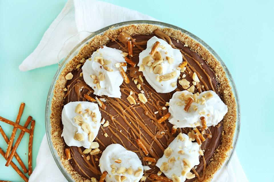 peanut butter chocolate pretzel pie