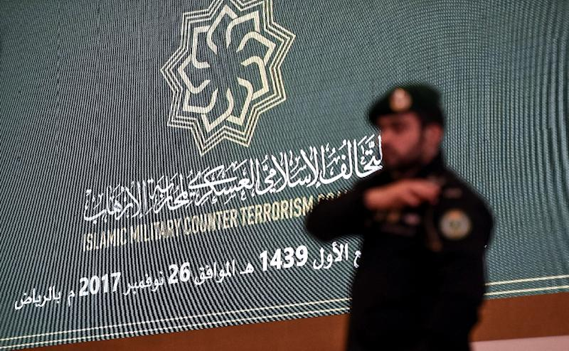 A member of the Saudi Royal Guard stands on duty inside the hall where the first meeting of the defence ministers of the 41-member Saudi-led Muslim counter-terrorism alliance is taking place in the capital Riyadh on November 26, 2017 (AFP Photo/Fayez Nureldine)