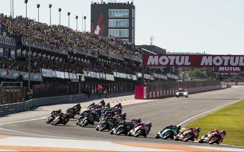 The grid rolls into the first corner, Valencia 2017 - Credit: Pablo Guillen/Action Plus