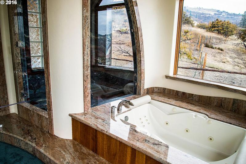 game of thrones house for sale in Ashland OR bathroom