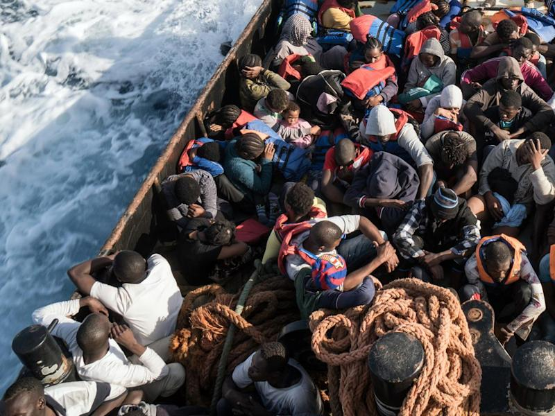 "Migranti, La Verità propone ""graphic novel contro l'invasione"""