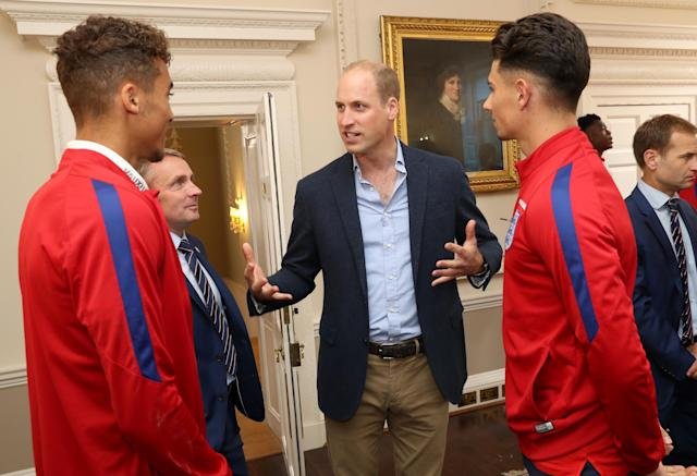 LONDON, ENGLAND - SEPTEMBER 07: Prince William, Duke of Cambridge (C) President of the Football Association, speaks with (L-R) Dominic Calvert-Lewin England U20 manager Paul Simpson and Luke Southwood during a reception for the Under-20 England Football Team at Kensington Palace on September 7, 2017 in London, England. The England Under-20 side became the first England team to win a football World Cup since 1996 when they beat Venezuela 1-0 on June 11th, 2017. (Photo by Chris Jackson - WPA Pool/Getty Images)