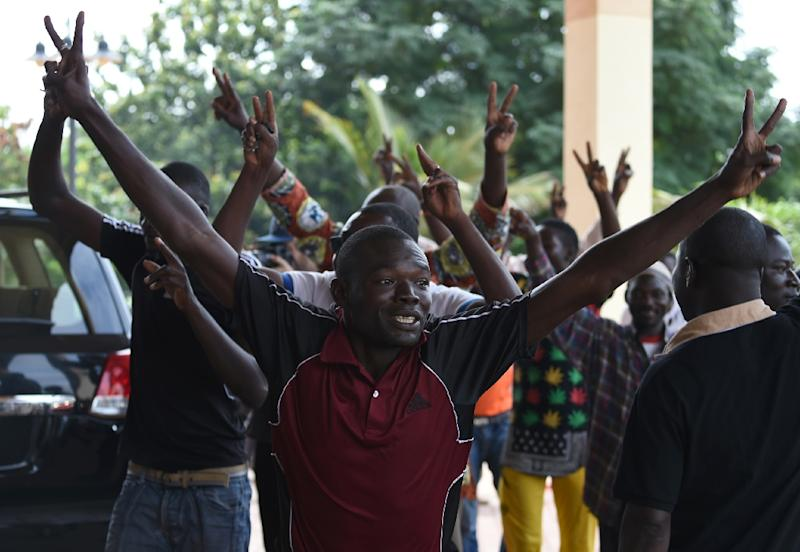 Supporters of the Burkina Faso military coup protest outside the Hotel Liaco during a demonstration in Ougadougou on September 20, 2015 (AFP Photo/Sia Kambou)