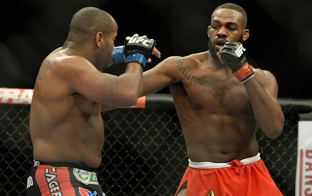 Jon Jones beats Daniel Cormier via unanimous decision at UFC 182