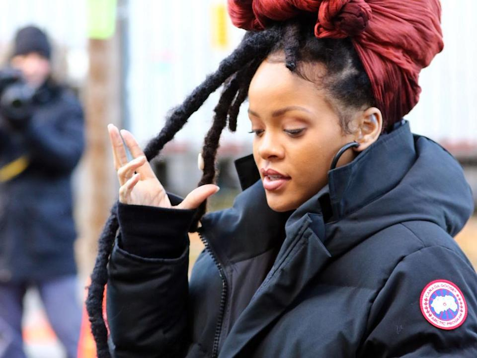 Sängerin Rihanna im Wintermantel. (Bild: Zelig Shaul/ACE Pictures ACE Pictures/ImageCollect)