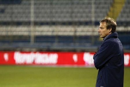 U.S. men's national team coach Juergen Klinsmann instructs his players as they warm up before their international friendly soccer match against Ukraine in Larnaca, March 5, 2014. REUTERS/Yorgos Karahalis (CYPRUS - Tags: SPORT SOCCER)