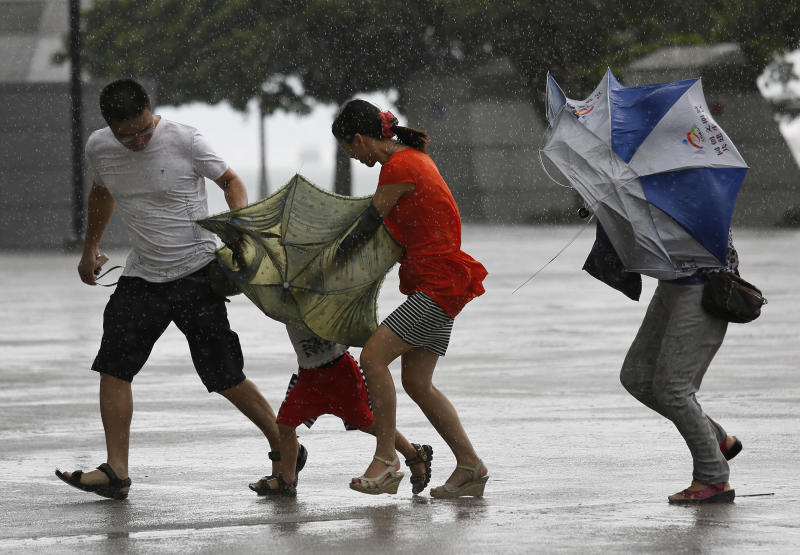 Typhoon leaves 1 dead, 5 missing in southern China