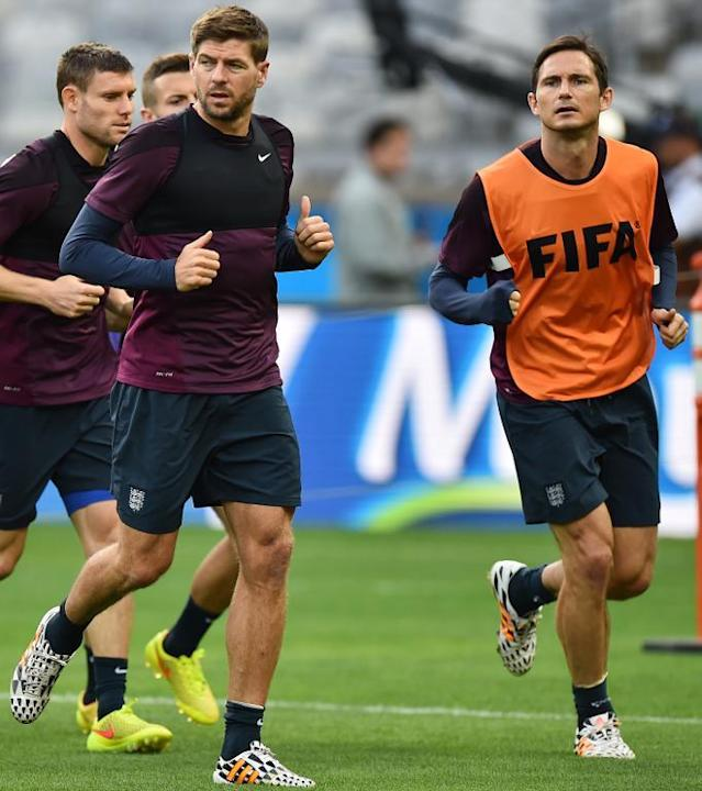 England's midfielder Steven Gerrard (L) and midfielder Frank Lampard (R) attend a training session at the Mineirao Stadium in Belo Horizonte on June 23, 2014 (AFP Photo/Ben Stansall)