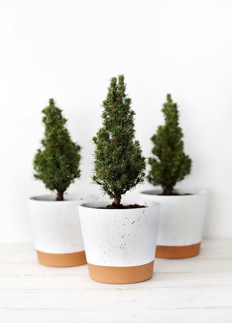 "<p>The perfect 'Christmassy' present without going overboard, these splatter planters are the perfect choice for the minamalist friend who wants to look festive but without changing the decor. Find out how to make one <a href=""http://themerrythought.com/diy/diy-splatter-planter/"" rel=""nofollow noopener"" target=""_blank"" data-ylk=""slk:here"" class=""link rapid-noclick-resp"">here</a>.<br><em>[photo: themerrythought]</em> </p>"
