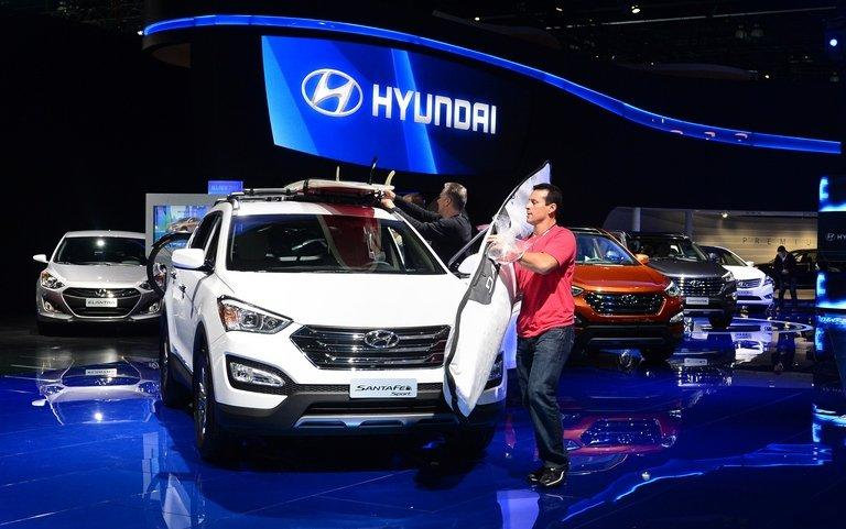 A Hyundai Santa Fe Sport edition is displayed at the LA Auto Show in Los Angeles on November 29, 2012