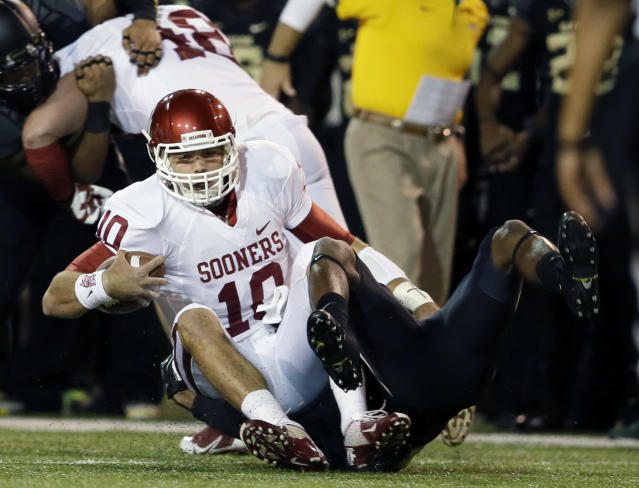 Oklahoma quarterback Blake Bell is caught on a running play by Baylor safety Ahmad Dixon (6) in the first half of an NCAA college football game, Thursday, Nov. 7, 2013, in Waco, Texas. (AP Photo/Tony Gutierrez)