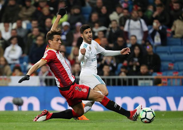 Soccer Football - La Liga Santander - Real Madrid vs Girona - Santiago Bernabeu, Madrid, Spain - March 18, 2018 Real Madrid's Marco Asensio in action with Girona's Bernardo Espinosa REUTERS/Sergio Perez