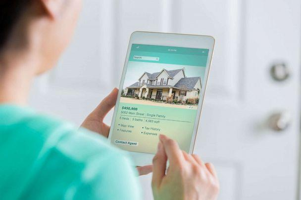 PHOTO: A woman searches for a new home in this stock photo. (STOCK PHOTO/Getty Images)
