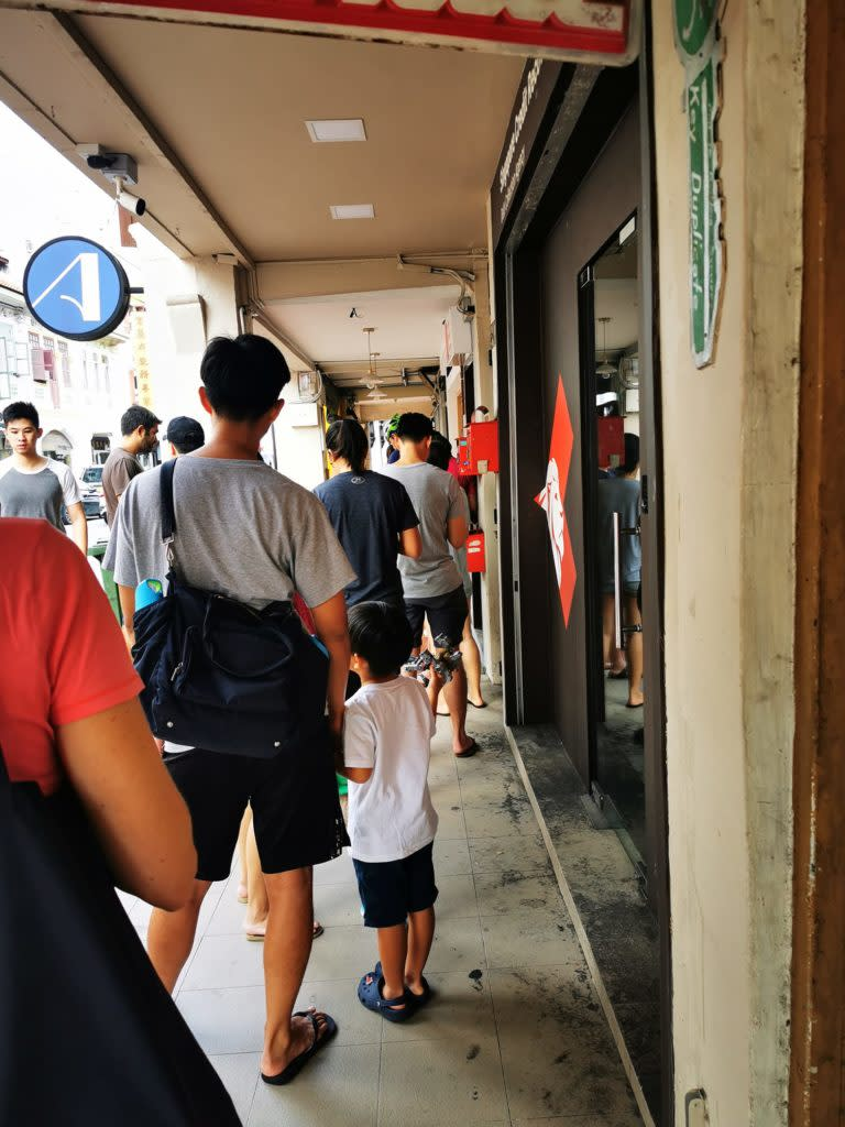 The queue for Petit Pain on Sunday morning. Photo: Eugene Lin/Facebook