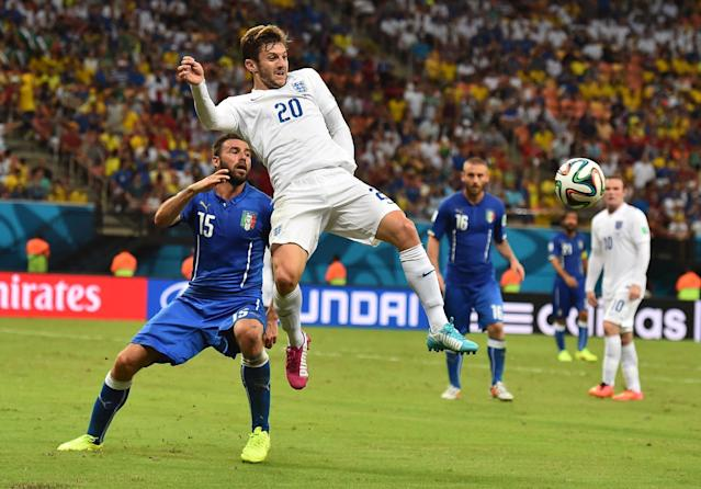 England midfielder Adam Lallana (C) gets ahead of Italy defender Andrea Barzagli during the World Cup Group D match at the Amazonia Arena in Manaus on June 14, 2014 (AFP Photo/Ben Stansall)