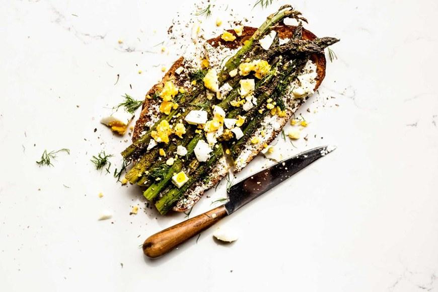 """<p>Za'atar—a nutty Middle Eastern spice—brings out the earthiness in this asparagus toast. Get the recipe <a rel=""""nofollow"""" href=""""http://dishingupthedirt.com/recipes/zaatar-roasted-asparagus-egg-tartine?mbid=synd_yahoofood"""">here</a>.</p>"""