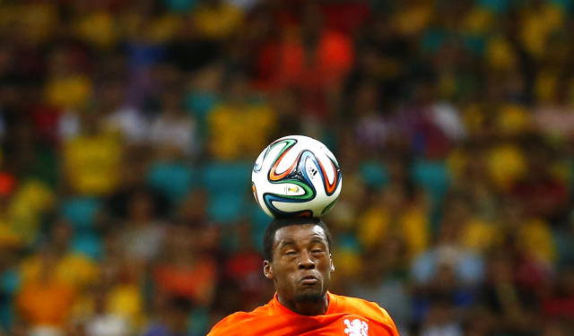 Georginio Wijnaldum of the Netherlands heads the ball during the 2014 World Cup quarter-finals between Costa Rica and the Netherlands at the Fonte Nova arena in Salvador July 5, 2014. REUTERS/Paul Hanna (BRAZIL - Tags: SOCCER SPORT WORLD CUP)