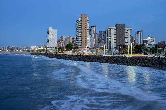 A general view of Iracema beach in Fortaleza, northeastern Brazil April 11, 2014. Fortaleza is one of the host cities for the 2014 World Cup in Brazil. Picture taken April 11, 2014. REUTERS/Davi Pinheiro (BRAZIL - Tags: SPORT SOCCER WORLD CUP TRAVEL SOCIETY) CITYSCAPE)