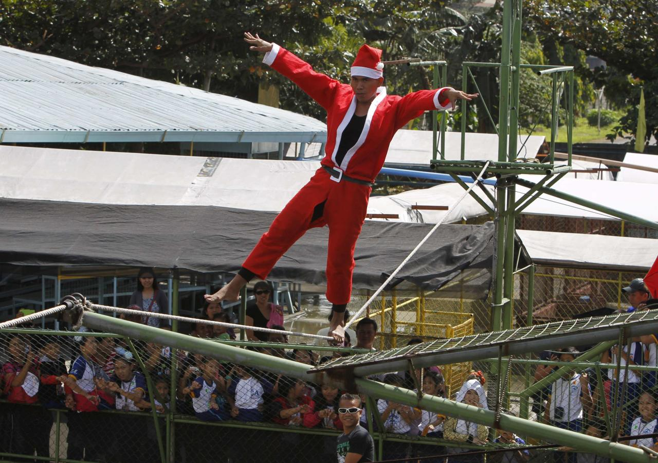 REFILE - CORRECTING SPELLING OF SANTA CLAUS