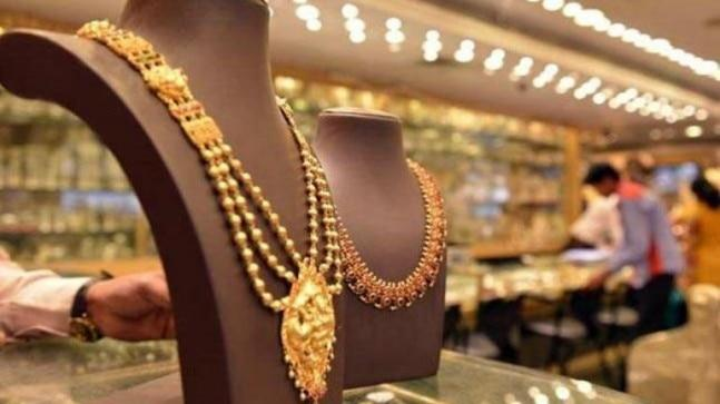 Gold prices rose by Rs 30 to touch a high of Rs 32,650 per 10 gram