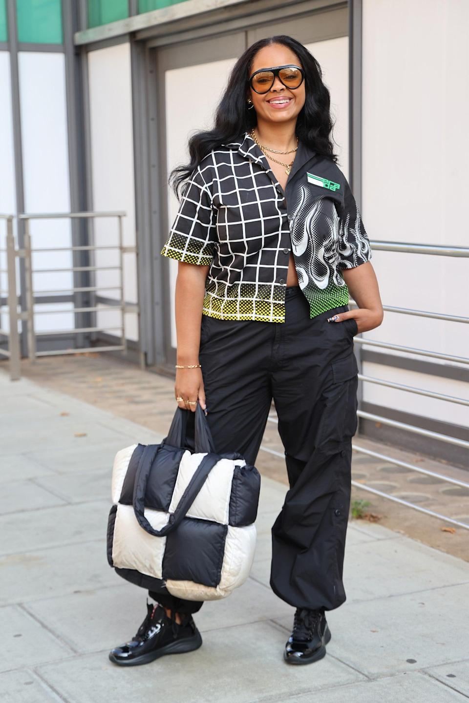 """From the shades down to the monochrome bag, this is a flawless early autumn look.<span class=""""copyright"""">Photo Courtesy of Neil Mockford/Getty Images.</span>"""