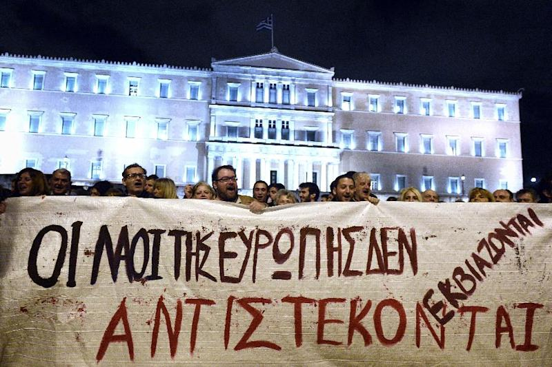 """A banner reading """"people of Europe won't be blackmailed, they will resist """" in front of the Greek parliament in Athens on February 5, 2015 (AFP Photo/Louisa Gouliamaki)"""