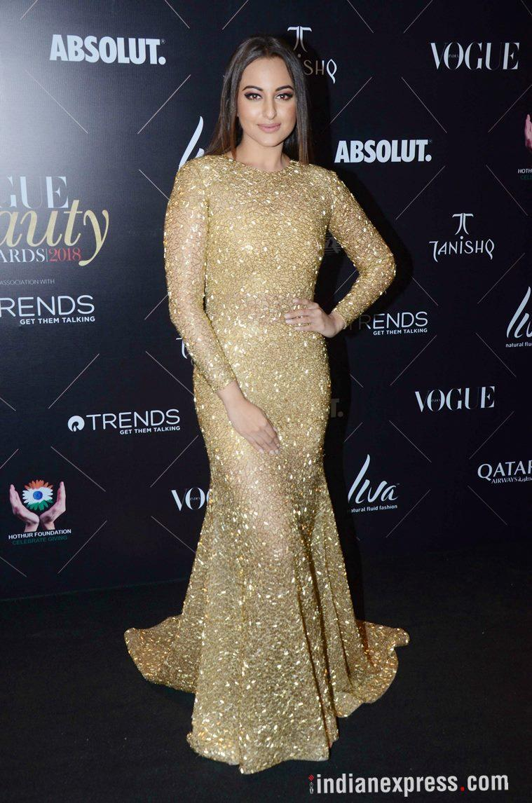 Vogue beauty awards, Vogue beauty awards best and worst dressed, Kangana Ranaut, Kangana Ranaut latest photos, Janhvi Kapoor, Janhvi Kapoor latest photos, Katrina Kaif, Katrina Kaif latest photos, Vidya Balan, Yami Gautam, Nushrat Bharucha, Dia Mirza, Sonakshi Sinha, Esha Gupta, indian express, indian express news