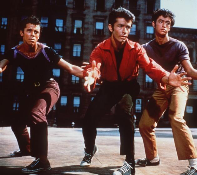 """98–02–15 –– PLAYING ITCOOL: Robert Wise's production of """"West Side Story"""" won him two 1961 Oscars. –– PHOTOGRAPHER: MGM/UA Entertainment A scene fromthe film""""West Side Story."""" Credit: MGM/UA Entertainment 1961"""