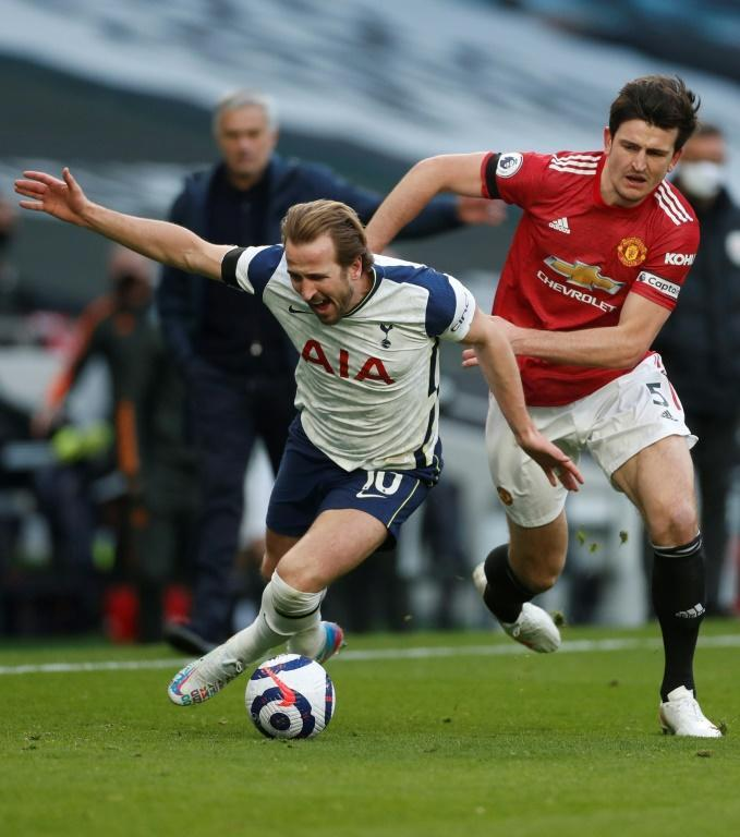 United will be without Harry Kane (R) for their second leg with Granada