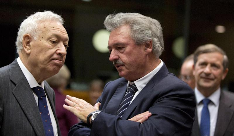 Luxembourg's Foreign Minister Jean Asselborn, center, speaks with Spanish Foreign Minister Jose Manuel Garcia-Margallo during an emergency meeting of EU foreign ministers at the EU Council building in Brussels on Monday, March 3, 2014. EU foreign ministers meet in emergency session on Monday to discuss the ongoing crisis in Ukraine. (AP Photo/Virginia Mayo)