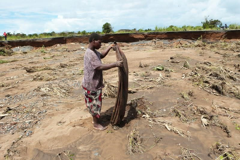'Brace ourselves': Cyclone death toll tops 600 in Africa