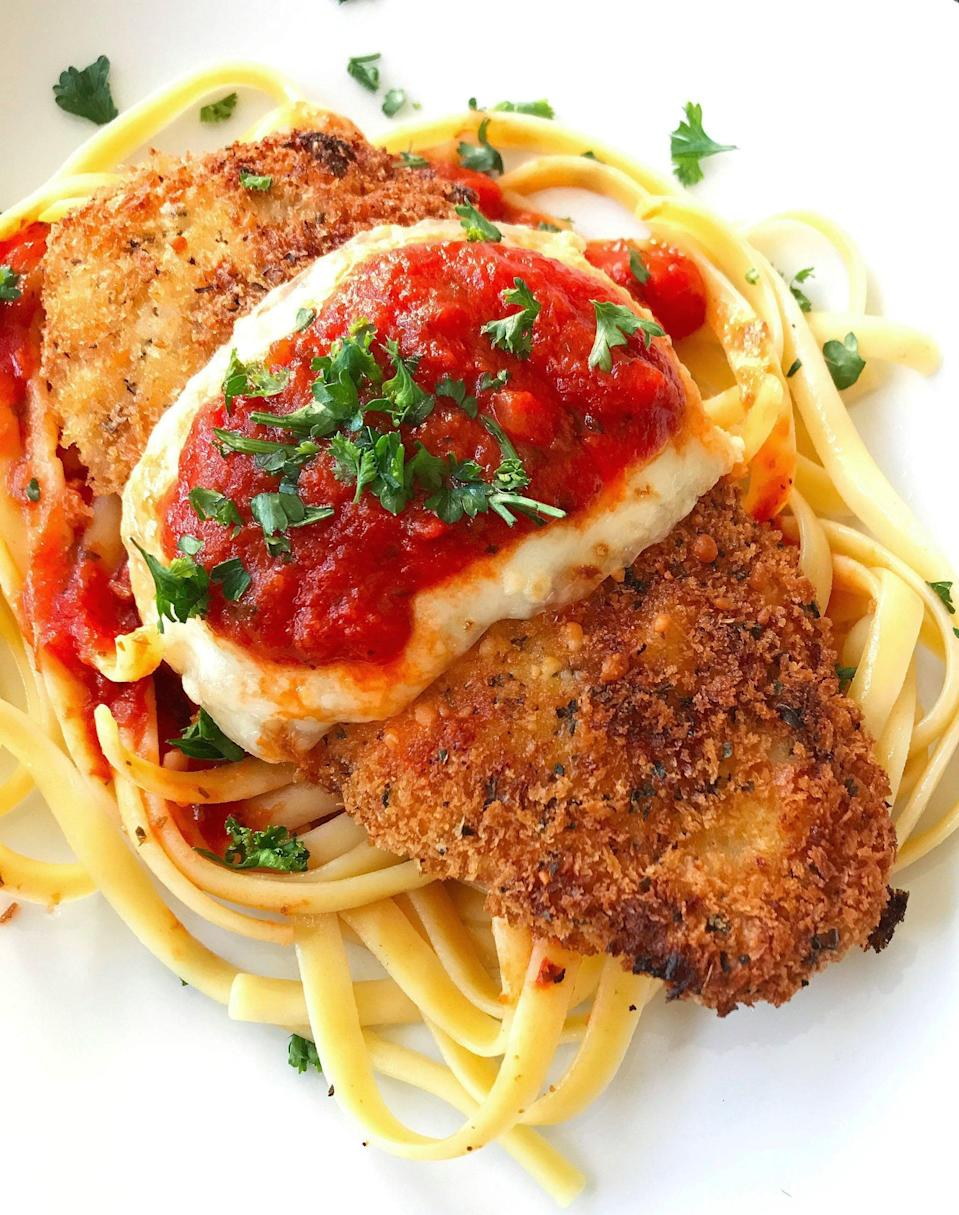 "<p>The smell of Italian bread crumbs baking into a moist chicken breast is just one of the best parts of making this tasty meal. Just wait until you taste it.</p> <p><strong>Get the recipe</strong>: <a href=""https://www.popsugar.com/food/Easy-Chicken-Parmesan-Recipe-43842584"" class=""link rapid-noclick-resp"" rel=""nofollow noopener"" target=""_blank"" data-ylk=""slk:chicken parmesan"">chicken parmesan</a></p>"