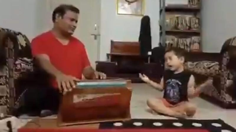Adorable Video of Excited Little Boy Attempting to Hit High Classical Notes over Harmonium While Saying 'Slow Gaa Na' to His Trainer Is the Best Thing You Will See Today!