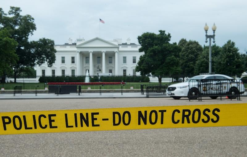 Gunman outside White House dies after'shooting himself in head