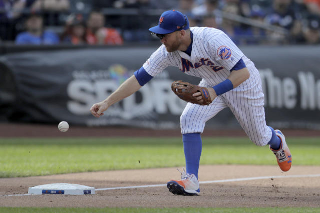 New York Mets third baseman Todd Frazier mishandles a ground ball hit by Detroit Tigers' Nicholas Castellanos during the third inning of an interleague baseball game, Saturday, May 25, 2019, in New York. (AP Photo/Julio Cortez)