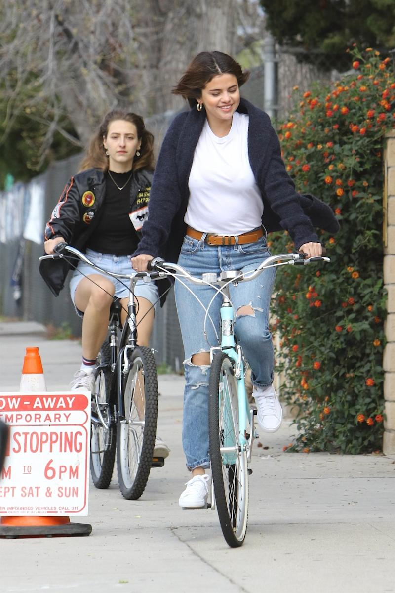 Selena Gomez Gives Us a Lesson in '90s Weekend Style